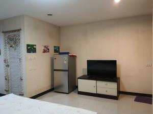 For RentCondoBangbuathong, Sainoi : Condo for rent near MRT Central Westgate, cheap rent 4000 baht, Bang Yai, near the train, near Central Westgate Fully furnished Carry your bag and move in. Central West Skate Skytrain walk comfortably.