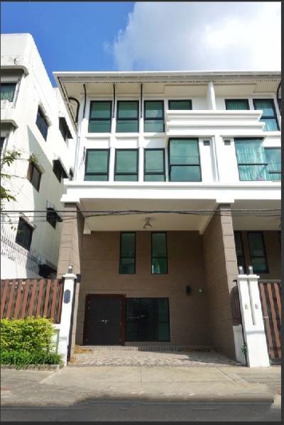 For RentTownhouseSathorn, Narathiwat : RT350 for rent, 3.5-storey building, Narathiwat 10, near Chong Nonsi BTS station.