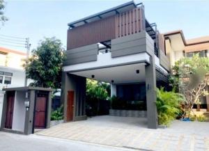 เช่าบ้านสุขุมวิท อโศก ทองหล่อ : ให้เช่าบ้านเดี่ยว บ้านใหม่ ซอยปรีดีพนมยงค์ 14 สุขุมวิท 71 พื้นที่ 121 ตารางวา ใจกลางเมือง สไตล์Modern พร้อมสระว่ายน้ำในบ้าน House for Rent at Sukhumvit 71 Soi PridiPanomyong 14 and private swimming pool