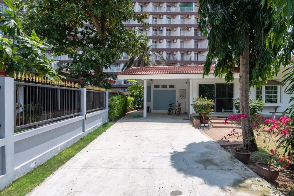 For RentHousePattaya, Bangsaen, Chonburi : House for rent at Jomtien beach 180m