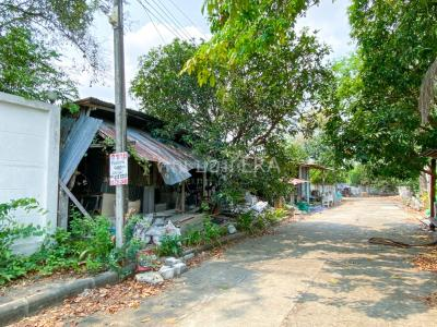 For SaleLandPattanakan, Srinakarin : Land for sale 400 square meters Soi Pattanakarn 65, good location, has space plus add a lot of parking, just 1.3 km to the alley.