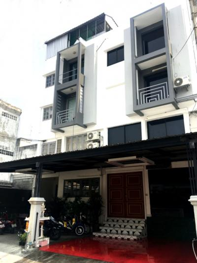 For SaleHome OfficeLadprao 48, Chokchai 4, Ladprao 71 : Selling a home office, decorated with extremely new decorations. Location near the train. Best value in this area (35 sq.w.) 4 floors, 1 bedroom, 4 bathrooms. Great location, located near Lat Phrao 42, Central Ladprao.
