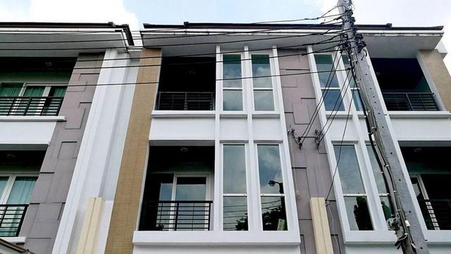 For RentTownhouseLadprao 48, Chokchai 4, Ladprao 71 : 3-storey townhome for rent Baan Klang Muang urbanion Rama 9-Ladprao near the expressway