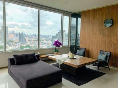 เช่าคอนโดสาทร นราธิวาส : The Empire Place Sathorn Narathiwas condo for rent, A spacious living room on 22nd.floor with good city view. 2 bedroom 3 bathrooms.