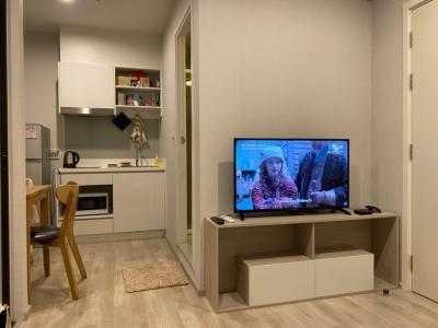เช่าคอนโดพระราม 9 เพชรบุรีตัดใหม่ : เจ้าของปล่อยเช่า 1 ห้องนอน The Privacy พระราม 9 ขนาด 24 ตรม.ชั้น 7 วิวเมือง เครื่องใช้ไฟฟ้าครบ