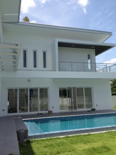 For RentHousePattanakan, Srinakarin : luxury village for rent Panya Village, Phatthanakan Road 30, Panya Pattanakarn, with private pool, size 500 square meters, access to Pattanakarn Road, Sukhumvit (On Nut 17), Khlong Tan, Ramkhamhaeng, Rama 9, New Petchburi Road, expressway