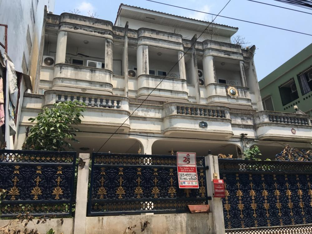 For SaleHome OfficeRamkhamhaeng, Hua Mak : Home office for sale, 3 booths, 4 floors, Soi Ramkhamhaeng 60/2 Near Lam Sali MRT station 400 meters, The Mall Bangkapi