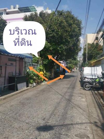 For SaleLandRatchadapisek, Huaikwang, Suttisan : Land for sale in good location with 2 houses, Ratchadaphisek Soi 3, 5 intersection, beside the Chinese Embassy