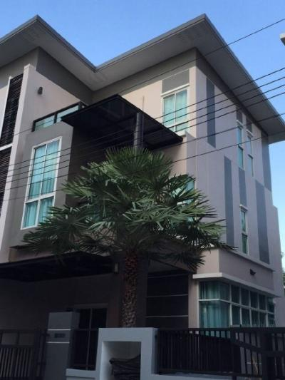 For RentHouseLadprao 48, Chokchai 4, Ladprao 71 : OF 0529 House for rent, 3 story, Good Ville Nakniwat Village 30, Goodville Nakniwat 30, on the area of 50 Sq. Good location on Lat Phrao 71 road along the highway. Ekkamai-Raminthra Near shopping malls such as Central Eastville,