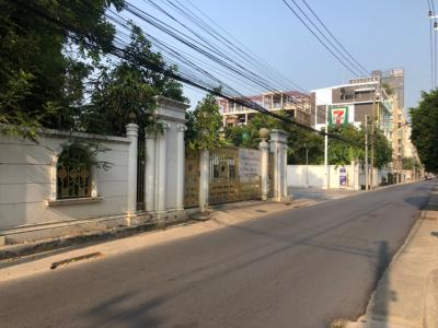 For RentHouseOnnut, Udomsuk : House for rent in Soi Sukhumvit 64, area 2,000 sqm. Near BTS Punnawithi