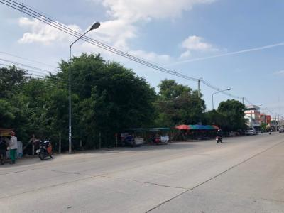 For RentLandChonburi, Pattaya, Bangsa : Land for rent in Pattaya 9 Rai, Width 110 meters, Chaiyaphruek Road, 100 meters deep