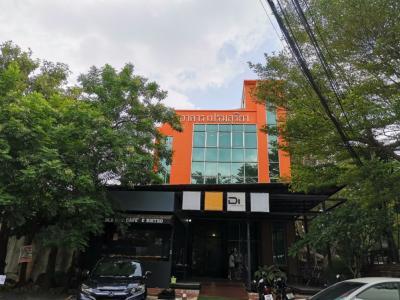 ขายสำนักงานรามคำแหง หัวหมาก : ขายด่วน อาคารสำนักงาน 3 ชั้น 135 ตรว. ทาวน์อินทาวน์ โครงสร้างอาคารดีมาก เพดานสูง สวยมาก