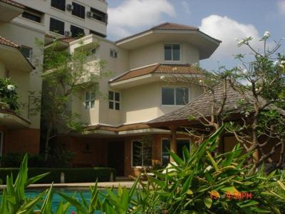 For RentHouseRama9, RCA, Petchaburi : 3 stories luxury Bangkok residence single house in private and security compound For​ rent