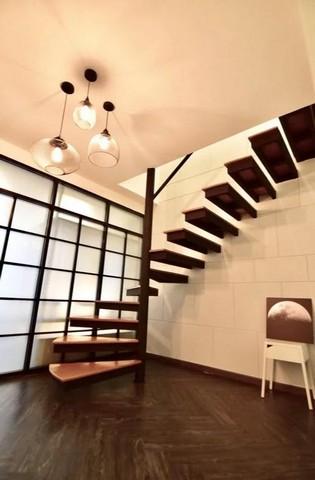 For SaleShophouseSukhumvit, Asoke, Thonglor : Sell and rent a 3-storey commercial building, Soi Ekamai, Ekamai Road.