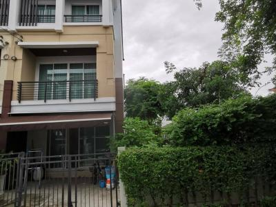 For RentTownhouseNawamin, Ramindra : For rent 3-story townhome, 3 bedrooms, 3 bathrooms, Baan Klang Muang, Nawamin, 70 corner room, area of ​​44 sq.m Side area is very large.