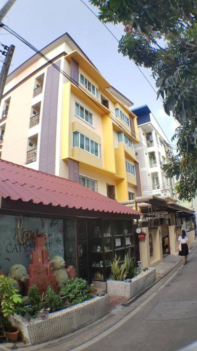 For SaleBusinesses for saleChonburi, Pattaya, Bangsa : Selling a 5-storey apartment, 110 sqw. The best location near the school building in Burapha University, 44 rooms, profits 1.88 million per year. Urgent !!