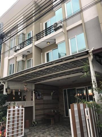 For RentTownhouseRamkhamhaeng,Min Buri, Romklao : Town home for sale for rent Gusto House Village Project, Ramkhamhaeng Soi Mistine 3, 4 floor, 5 bedrooms, 5 bathrooms, rent 20000, sale 4350000 baht