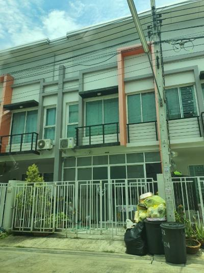 For SaleTownhouseRamkhamhaeng,Min Buri, Romklao : Sale of over 7 hundred thousand houses, townhome, RK Park, 2 floors, 2 bedrooms, 2 bathrooms, 19.5 square meters, like new condition, free 2 new air conditioners, Minburi, Ramindra.