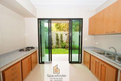 เช่าบ้านสุขุมวิท อโศก ทองหล่อ : 4 Storey Modern House for rent with 4 Bedrooms 4 Bathrooms in Ekkamai