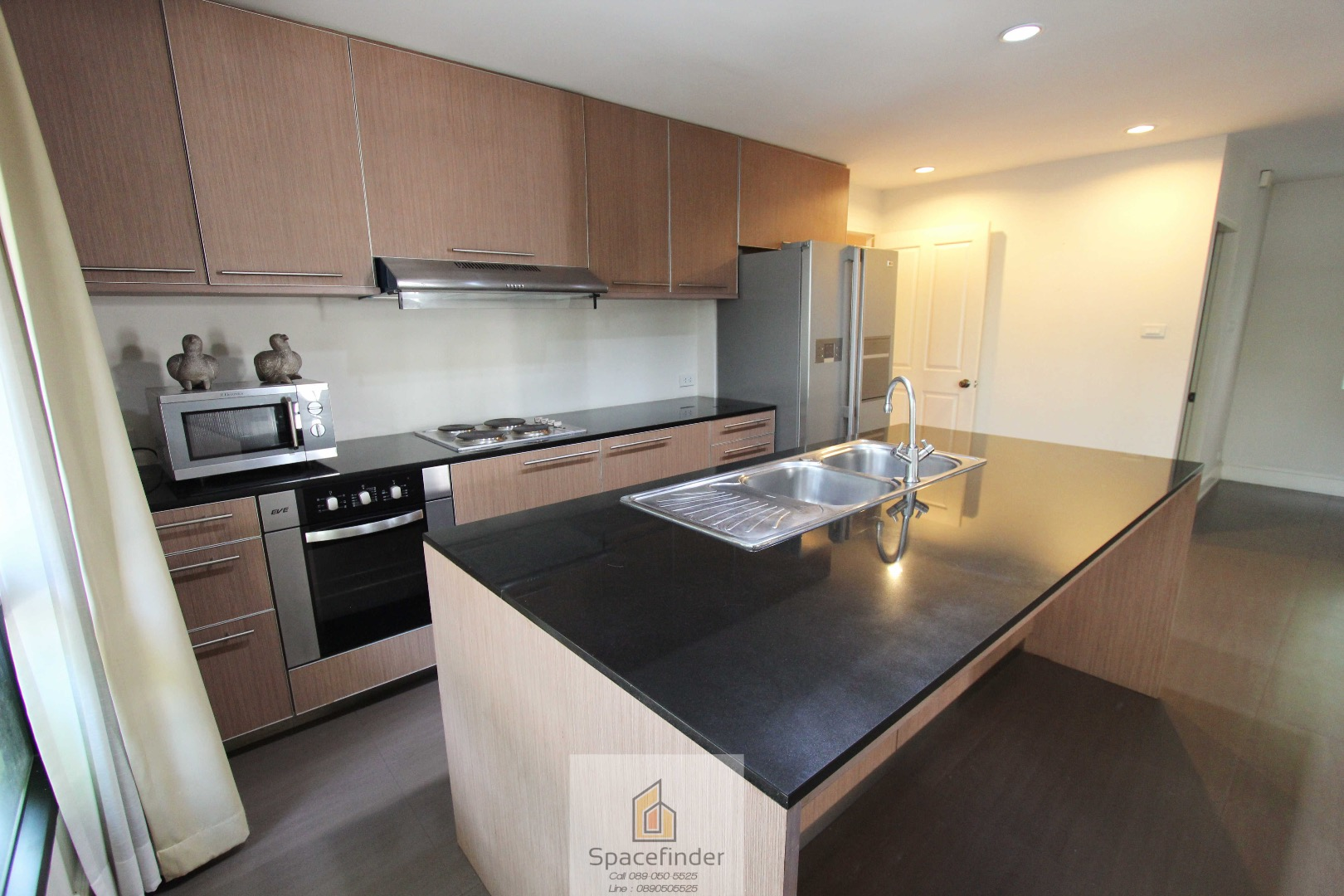 Pet Friendly House for Rent 3 Bedrooms 5 Bathrooms close to  BTS Thonglor Size 350 Sq.m