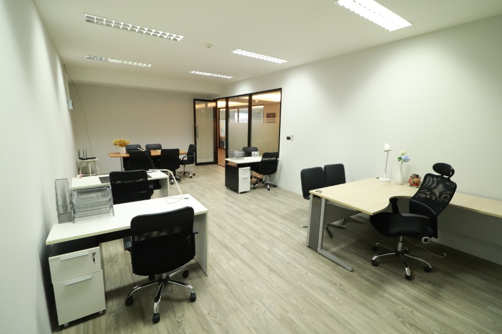 For RentOfficeChengwatana, Muangthong : Rent offices 12 - 300 sqm. Start 270 / sqm. Muang Thong Thani 5,500 baht / month 095-390-8899