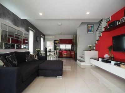 For RentTownhousePattanakan, Srinakarin : 3-storey townhome for rent, Town Avenue Project, Srinakarin, Soi On Nut 68, fully furnished, ready to move around the corner.