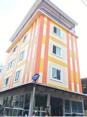 For SaleBusinesses for saleRatchadapisek, Huaikwang, Suttisan : Sell 5 storey building with furniture, fully furnished, near MRT, Department Store, Chamber of Commerce, convenient to sell, 18,500,000 baht