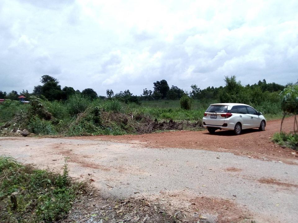 For SaleLandChachoengsao : Sold at 1-5 rai, near EEC, near 304 Industrial Estate, Khao Hin Son Park, 13 kilometers, near Rojana Prachinburi, 5 kilometers, pay installments for 1-2 years, next to the road, cheap price 360,000 per rai