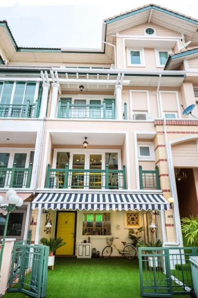 For SaleTownhouseYothinpattana,CDC : Luxury Fully Decorated Private Townhome, Ramintra in Great Location, Near CDC and central Eastville
