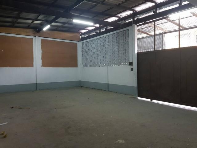 เช่าโกดังพระราม 9 เพชรบุรีตัดใหม่ : ให้เช่าโกดังซอยลาดพร้าว51ใกล้โชคชัย4 เนื้อที่ 50 ตารางวา พื้นที่ใช้สอย 182 ตารางเมตร 2 ห้องน้ำ