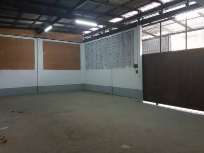For RentWarehouseRama9, RCA, Petchaburi : Rent warehouse Soi Ladprao 51 near Chokchai 4 area of 50 square meters, 182 square meters of living space, 2 bathrooms