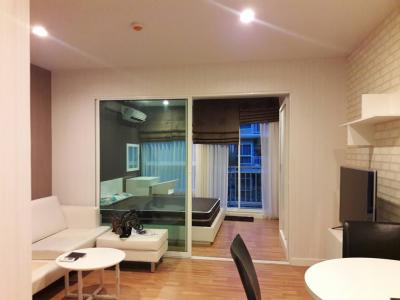 For RentCondoYothinpattana,CDC : Cheapest rental! For Rent We Condo Ekkamai-Raminthra, nice room, ready to move in, size 33 sq.m., pool view, washing machine