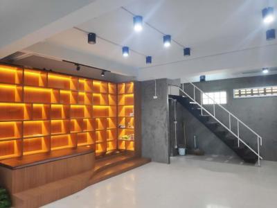 เช่าตึกแถว อาคารพาณิชย์คลองเตย กล้วยน้ำไท : ให้เช่า อาคารพาณิชย์ติดถนนพระราม 4 เพียง 150ม. จากรถไฟฟ้าพระโขนง เหมาะทำออฟฟิศ คลินิค ร้านอาหาร และ hostel