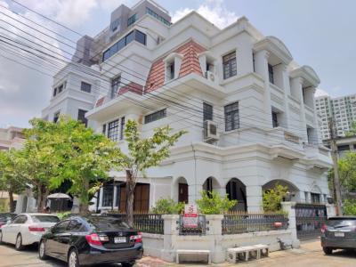 For SaleHousePinklao, Charansanitwong : Twin House for sale Tarinee Mansion near Central Pinklao Borommaratchachonnani 19 Road, Arun Amarin, Bangkok Noi