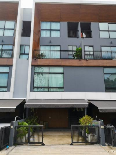 For RentTownhousePattanakan, Srinakarin : House for Rent at Adren Village Pattanakarn 20 Road. 3 Bedrooms, 4 Bathrooms.