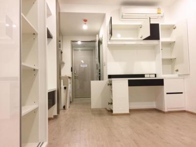 For RentCondoSiam Paragon ,Chulalongkorn,Samyan : Ideo Q Chula-Samyan Condo for rent near MRT Samyan Ideo Q Chula fully furnished Studio Room with Great Oceanic Pool
