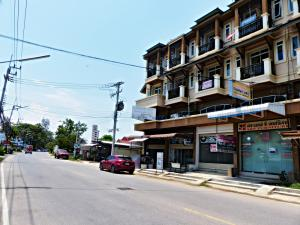 For SaleShophouseHua Hin, Prachuap Khiri Khan, Pran Buri : 3 storey commercial building for sale in Hua Hin, sale with laundry business Can continue to operate For sale with tenants. 1 bedroom. The building has a swimming pool, good location on the main road, near the community and near the hotel, not far from th