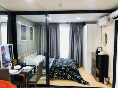 For RentCondoRama9, RCA, Petchaburi : 💗 Wow Very, Very Beautiful, Plum Condo, Phahonyothin 89, spacious room, 5 feet bed, beautiful, soft, comfortable bed Separate glass door partition