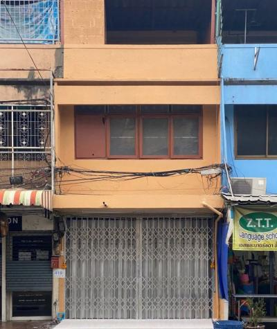 For RentShophouseRatchadapisek, Huaikwang, Suttisan : For rent commercial building 2 and a half 120 sqm 32,000 baht B 064-146-6445 (R5531)
