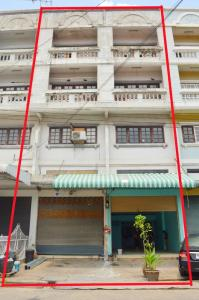 For SaleShophouseRangsit, Patumtani : The house is sold in good condition, 4 stories Ready to move in. Very cheap. The burning torch from the owner. Not through broker