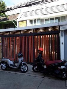 เช่าทาวน์เฮ้าส์/ทาวน์โฮมพระราม 3 สาธุประดิษฐ์ : ให้เช่าทาวน์โฮม 2 ชั้น หมู่บ้านนครไทย หลังเซ็นทรัล พระราม 3  หลังใหญ่ ตกแต่งใหม่ แอร์ 5 เครื่อง เหมาะอยู่อาศัย หรือทำเป็น Home Office