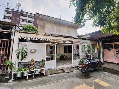 For RentTownhouseRatchadapisek, Huaikwang, Suttisan : Quick Townhouse for rent near MRT Sutthisan.