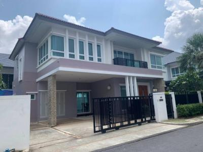For RentHousePattanakan, Srinakarin : For rent / sale beautiful single house, Grand Bangkok Boulevard project, 4 bedrooms, 5 bathrooms, fully furnished Fully furnished, Ready to move in. Rama 9-Srinakarin, Krungthepkreetha Road, 2 storey house, 75 square wah