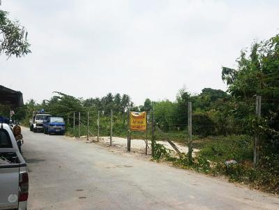For SaleLandLadkrabang, Suwannaphum Airport : (Urgent sale owner) Land On Nut 80 Intersection 5, Prawet District, near the yellow train, Si Nut Station, area 358 square wa, land in prime location, near the main road