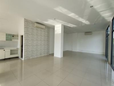 For RentOfficeBang kae, Phetkasem : Rent out stores in front of the Fuse Sense Bangkae project, size 87.16 sq.m., corner room, beautiful location, private bathroom. Interested in 086-5579898.