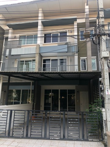 For RentTownhousePattanakan, Srinakarin : AE0131 Townhome for rent, 3 floors, 3 bedrooms, 3 bathrooms, with furniture, air conditioning on every floor, Town Avenue, Rama 9.