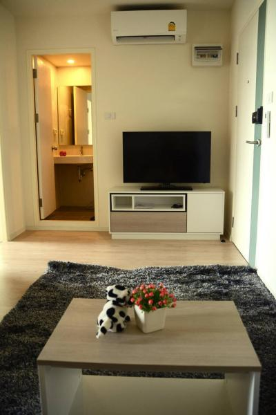 For RentCondoLadkrabang, Suwannaphum Airport : For Rent NICE Room + furniture , ready to move I condo green space Sukhumvit 77