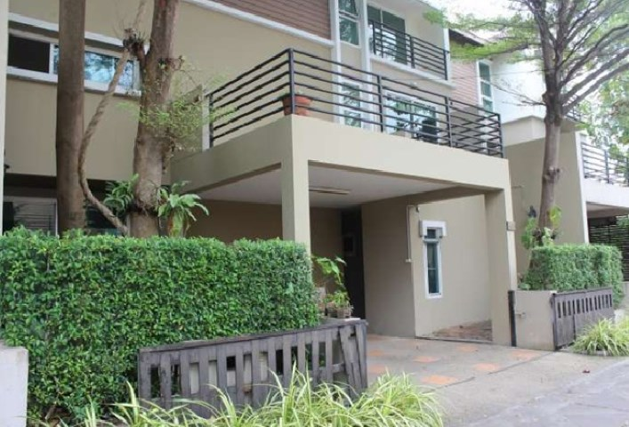 For RentTownhouseBangbuathong, Sainoi : 3-storey townhome for rent, Asita Village Soi Tiwanon 38 Than Sumrit intersection, 28 single-family atmosphere Modern style, beautiful house, partly furnished, 3 air conditioners
