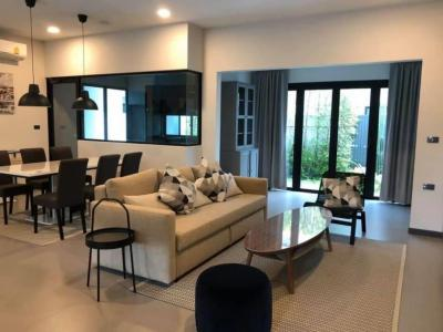 เช่าบ้านบางนา แบริ่ง : House For Rent: Vive Bangna km.7 400 Meters to Mega Bangna. 225 Sqm 3 beds 4 baths 3 Parking cars