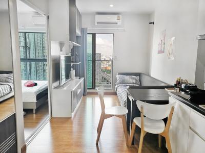 For RentCondoBang Sue, Wong Sawang : Parkland Ratchada-Wongsawang. Fully Furnished Corner Room with Balcony. Next to MRT Wongsawang